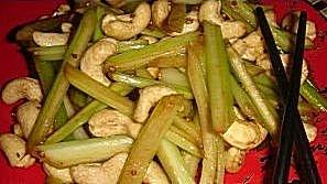 Сельдерей с орехами кешью